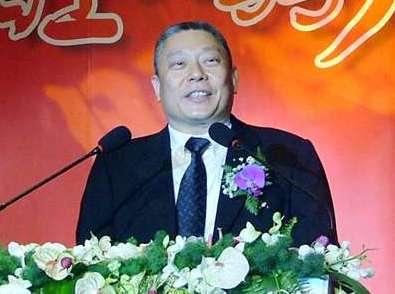 蔡衍明(1957年1月15日-)生於臺北市,祖籍福建泉州府石獅,出身臺北望族。其為旺旺集團創辦人,亦是中國時報集團與中天電視的最大股東。