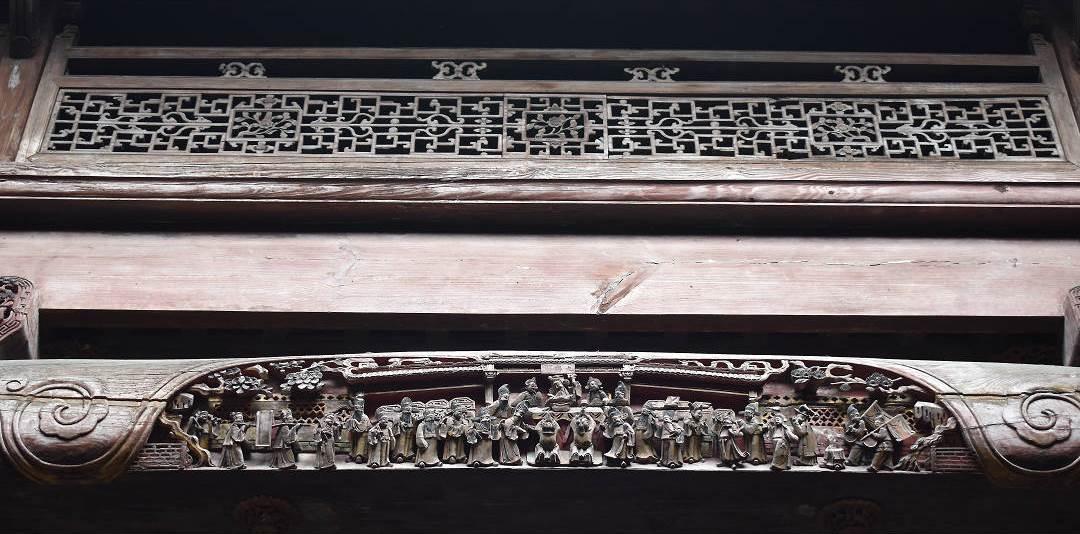 宏村白牆黑瓦的徽派建築裡,隱藏著許多美麗的雕樑畫棟。